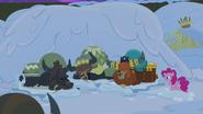 S07E11 Jaki idą spać na śniegu