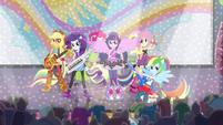 """Sonic Rainbooms singing """"Shake Your Tail!"""" EG2"""