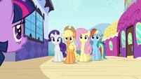 Twilight meets her friends S3E01