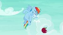 Rainbow smacks the apple out of the air S6E18