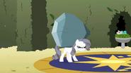 S02E01 Rarity niesie kamień myśląc że to wielki diament