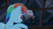 S06E15 Dash zastanawia się czemu w Ponyville jest tak cicho