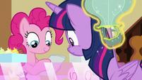 Balloon toy bumps into Twilight's head S7E3