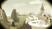 S02E12 Celestia pokazuje gościom teren