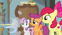 Skeedaddle speeds out of Scootaloo's house S9E12