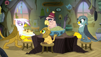 Gilda bringing food to the table S8E16