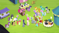 Pinkie addressing crowd of ponies S4E22