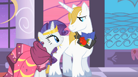 Rarity and Blueblood stare at each other S01E26