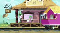 Spike rushing S03E11