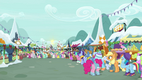 Applejack and Dash in a very long line BGES1