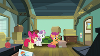 Scootaloo packing stuff in her room S9E12