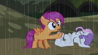Scootaloo pointing at a cabin S5E6