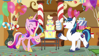 Shining Armor and Cadance -we're having a baby!- S5E19