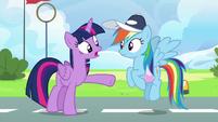 "Twilight Sparkle ""not focused on her own flying"" S6E24"