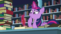 Twilight trying to remember the spell S6E2