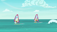 Elderly ponies windsurfing on the sea S9E5