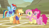 Pinkie Pie worried about the ponies of Ponyville S6E18
