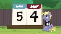 Scoreboard reads final score of 5-4 S9E15