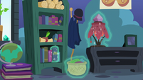Starlight's belongings returned to their places S8E3