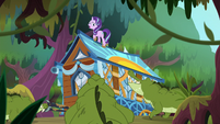 Starlight keeps away from the crocodiles S8E19
