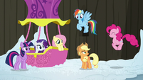Pinkie Pie hopping to join her friends S7E11