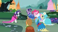 Ponies in pretty capes S02E10