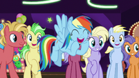 Rainbow cheering for Goldie Delicious S8E5