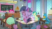 Twilight singing overtop Pinkie Pie's lesson S8E1