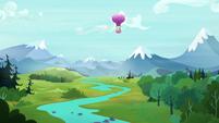 Twinkling Balloon soars over Equestria S5E23