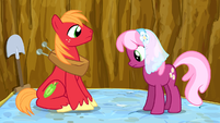 Big Mac and Cheerilee in the pit S02E17
