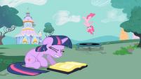 Twilight Distracted S1E26