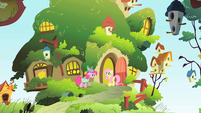 Pinkie Pie invites Fluttershy to a party S1E25