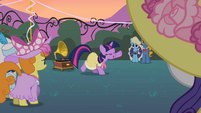 Twilight dancing with crowd S2E9