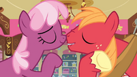 Another nose rub S2E17