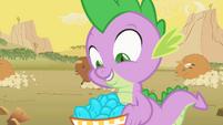 Spike prefers turquoise over pie S01E21