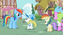 Ponies waiting for an autograph 2 S02E08