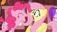 Pinkie Pie startles Fluttershy S2E14