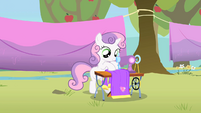 Sweetie Belle sewing S1E18