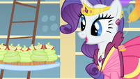 Rarity looks at the cupcakes S1E22