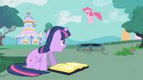"""Twilight and Pinkie """"please stop shouting"""" S01E26"""