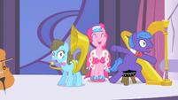Pinkie Pie singing S1E26