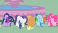 Twilight and friends bow to Celestia S01E22