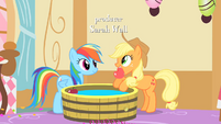 Applejack pulls out an apple from the bob S1E25