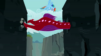 Rainbow Dash flying around the Quarray eel S2E07
