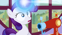 Filly Rarity's horn glowing S1E23