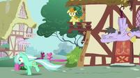Lyra Heartstrings running S02E17