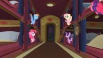 Ponies chatting S01E21