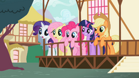 Ponies looking surprised S2E7