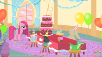 Pinkie Pie and her imaginary friends S1E25
