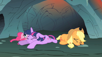 Pinkie Pie, Twilight, and Applejack S01E19